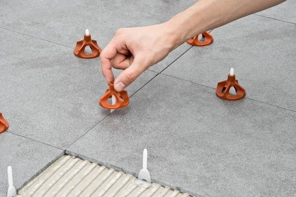 Planeringssystem med cap og base – slipper å bruke tang!