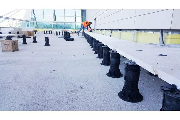 Key Support er et enkelt pidestall system for legging av flisheller, opphøyde gulv, systemgulv.